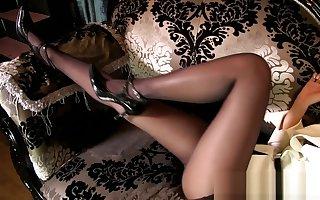 Young japanese MILF round miniskirt pantyhose swaggering heels upskirt panty iota !