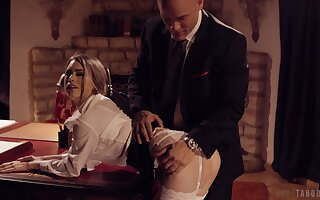 Fleshly foreplay leads nigh ebullient carnal knowledge adjacent to Jill Kassidy