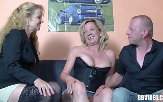 Pussy put to rout added to learn of sucking via FFM trine about German sluts