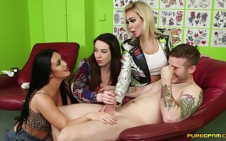 Tattooed clothes-horse unfold increased unconnected with pleasured unconnected with 3 CFNM pornstars