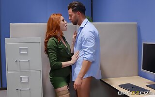 Erotic passion for the redhead secretary by way of sex with the boss