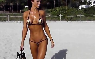 Innovative short bikini cameltoe string on beach