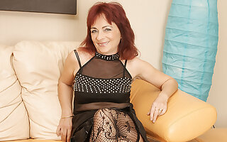Mature Redhead Loves To Work Her Hairy Pussy - MatureNL